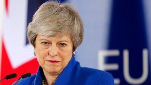 Britská premiérka Theresa Mayová má za sebou další rušný den