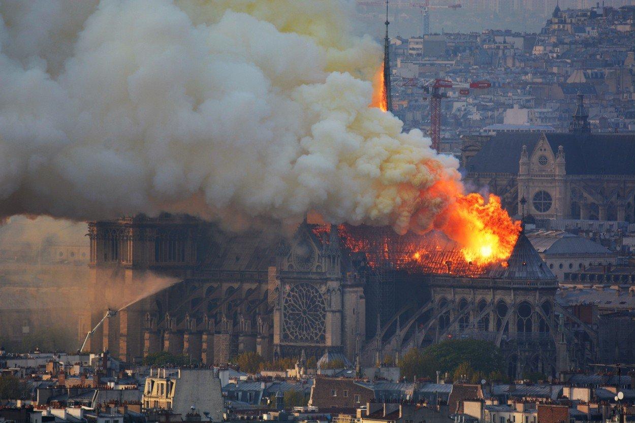 Požár katedrály Notre-Dame