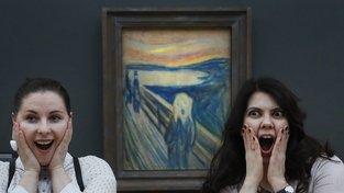 Postava na obraze Edvarda Muncha Výkřik ve skutečnosti křik slyší, sama nekřičí