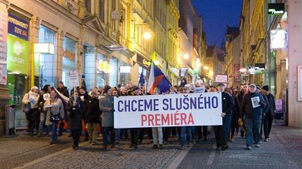 Komentář: Úpadek české politické kultury: Klesli jsme na dno?