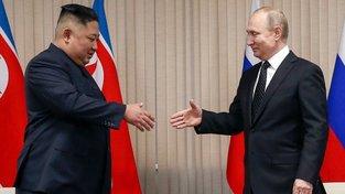 Kim Čong-un a Vladimir Putin za sebou mají první osobní setkání