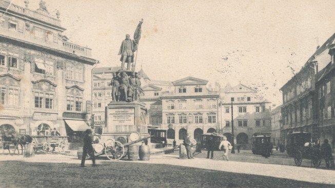Socha maršála Radeckého na Malostranském náměstí, které se dříve honosilo jeho jménem