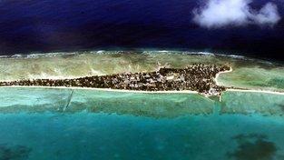 Republika Kiribati se nachází na atolech. Většina území se nachází jen asi metr nad hladinou moře