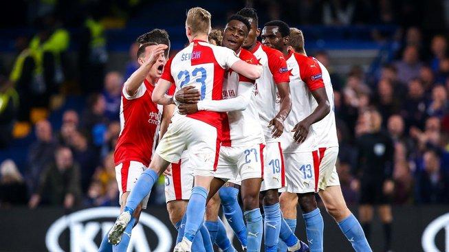 Slavia v zápase s Chelsea slaví druhý Ševčíkův gól, kterým snížil na 3:4.