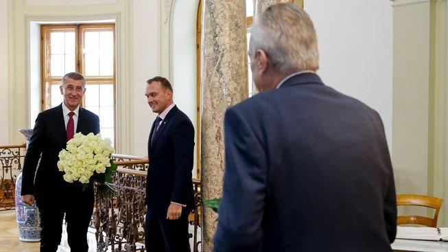 Premiér byl podle žaloby prezidentem degradován do jemu podřízené role