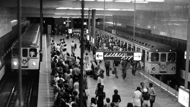 Stanice metra Muzeum (nástupiště současné trasy C) v roce 1974