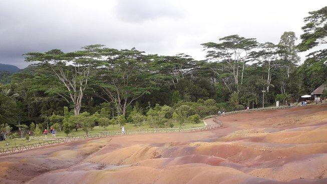 Sedmibarevná země - pískové duny hraji sedmi barvami