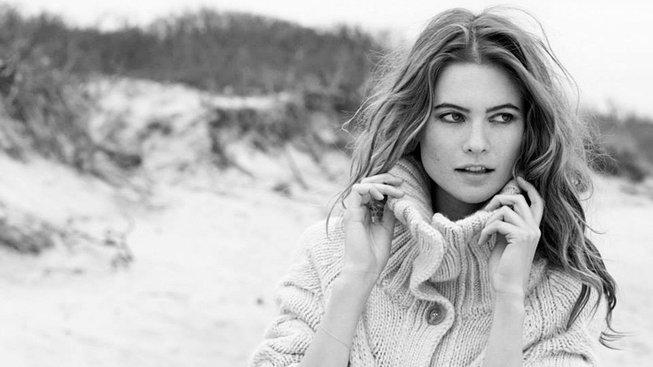 Namibijská modelka Behati Prinsloová - tentokrát ve svetru
