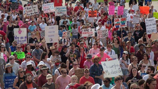 Demonstrace proti zákazu potratů v Alabamě