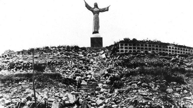 Pod lavinou uvolněnou zemětřesením zemřelo až 70 tisíc lidí, včetně 15 členů československé expedice Peru 1970