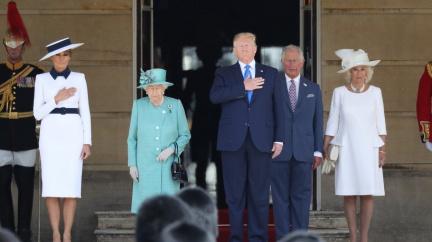 Aktualizováno: Trump dorazil do Velké Británie, setkal se s královnou