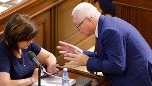 Proti návrhu na vynětí sociálních služeb z EET hlasovala většina poslanců ANO, Schillerové se výjimka nelíbí.