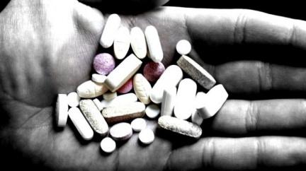 Drahé a speciální léky zaplatí spíše menší pojišťovna, ukazuje neoficiální analýza
