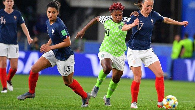 Zápas Francie-Nigérie na šampionátu ve fotbale žen
