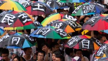 V Hongkongu se hraje o poslední ostrůvek svobody v Číně, na řadě může být Tchaj-wan