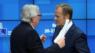 Jean-Claude Juncker a Donald Tusk na summitu