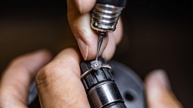 Moderní technologie a ruční výroba jako záruka dokonale zpracovaných šperků