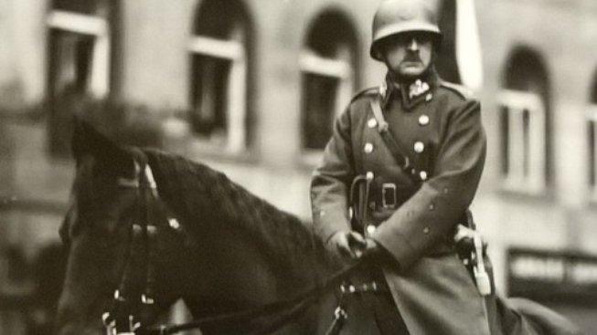 Arm.gen. Josef Bílý jako velitel defilé československé armády v Praze 28. října 1933