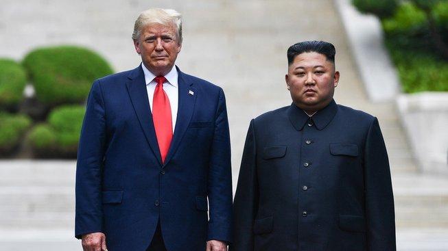 Trump a Kim Čong-un se sešli narychlo