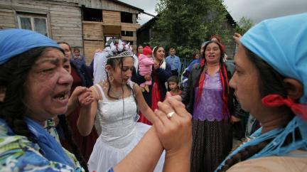 Hořící domy a nucený útěk: Mezi Rusy a Romy panují napjaté vztahy