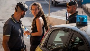 Zadržení kapitánky Caroly Racketeové na Lampeduse