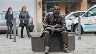 Socha Leoše Janáčka na Jiráskově náměstí v Ostravě
