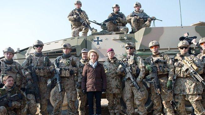 Ursula von der Leyenová na návštěvě u vojáků bundeswehru v Afghánistánu