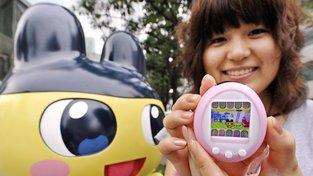 Dnešní třicátníci si jako malí hráli s Tamagoči, proto hru chtějí dopřát i svým dětem. Hračka tak dostala spoustu vychytávek a jde na dračku