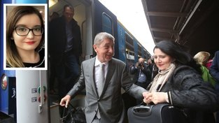 Sláva nazdar výletu, Andrej Babiš na nádraží. Ve výřezu studentka Tereza, která slevu na vlak od Babiše věnuje hospici