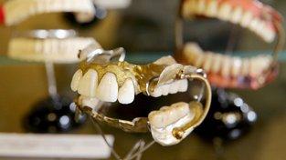 """""""Zuby z Waterloo"""" v Muzeu historie zubního lékařství v německém Zschadrassi"""