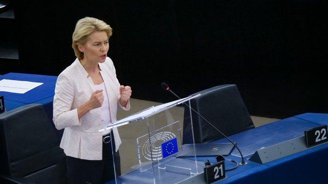 Ursula von der Leyenová před europoslanci ve Štrasburku