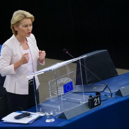 EU schválila krizový fond, peníze chce rozdělovat od léta