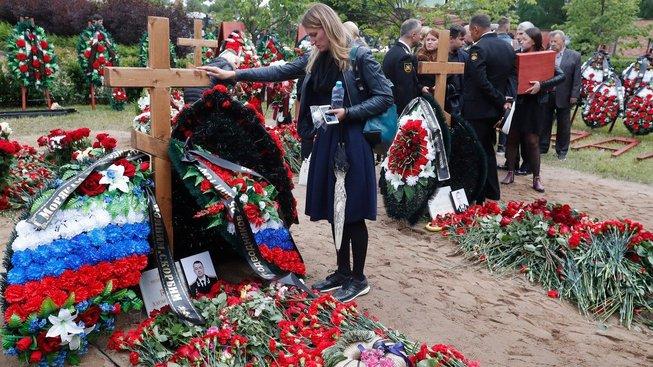 Pohřeb námořníků z ponorky Lošarik