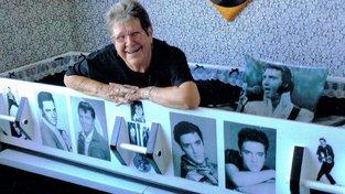 Raewynne Latemorová je velkou fanynkou Elvise, a proto chce po smrti ležet po jeho boku