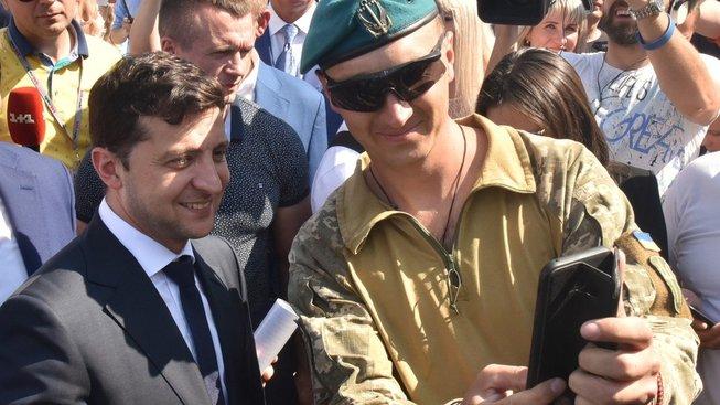A ještě jedno armádní selfíčko s prezidentem Zelenským...