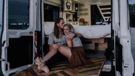 Vláda zdražuje bydlení. Nestačil by vám karavan?
