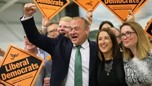 Jane Doddsová (uprostřed) posílí skupinu poslanců, kteří jsou proti brexitu