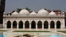 Přístav a loděnice v Dháce