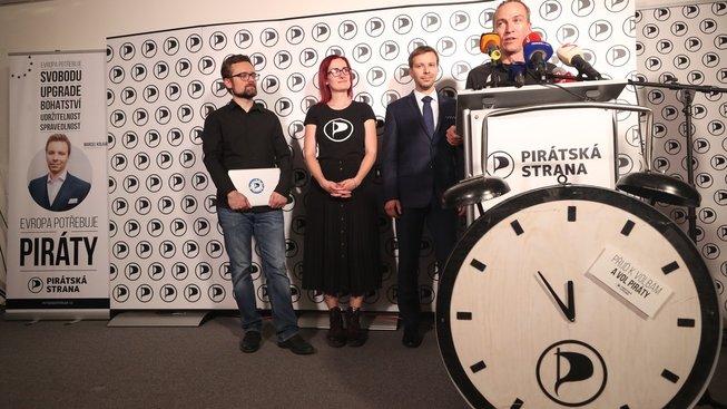 Cesta, kterou se Piráti vydávají, není jednoduchá, jejich přístup je na první pohled nezvyklý a provokující