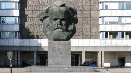 Komentář: Vymírání levice v Česku: Kdo ji opláče?