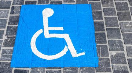 Příspěvek na auto trestal pracující postižené. Od března se změní