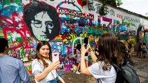Hongkongské protesty jsou cítit i v Praze. Čínští 'vlastenci' objevili Lennonovu zeď na Kampě