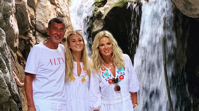 Premiér s dcerou a manželkou