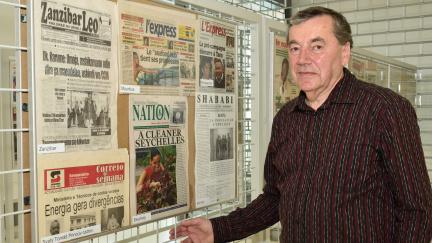 Sběratel z Kroměříže má doma noviny z celého světa