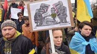 Lidé ve Lvově protestují proti schválení Steinmeierova plánu