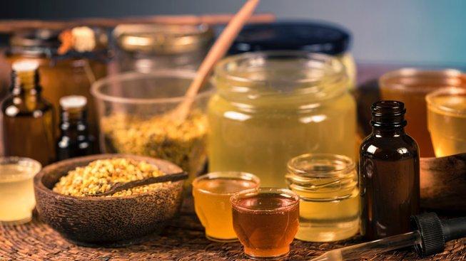Med a další včelí produkty