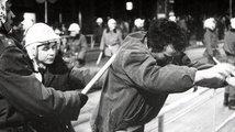 Čtvrtina Čechů neví, kdy začala sametová revoluce. Každý patnáctý říká, že se žádný zločin komunismu nestal