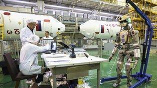 Vesmírný humanoidní robot Fjodor při přípravě na let Sojuzu MS-14