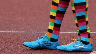 Klasickým ponožkám odzvonilo, frčí barvy a proužky