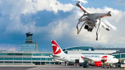 Incidenty s drony jsme měli už i na letišti v Praze, říká šéf Řízení letového provozu